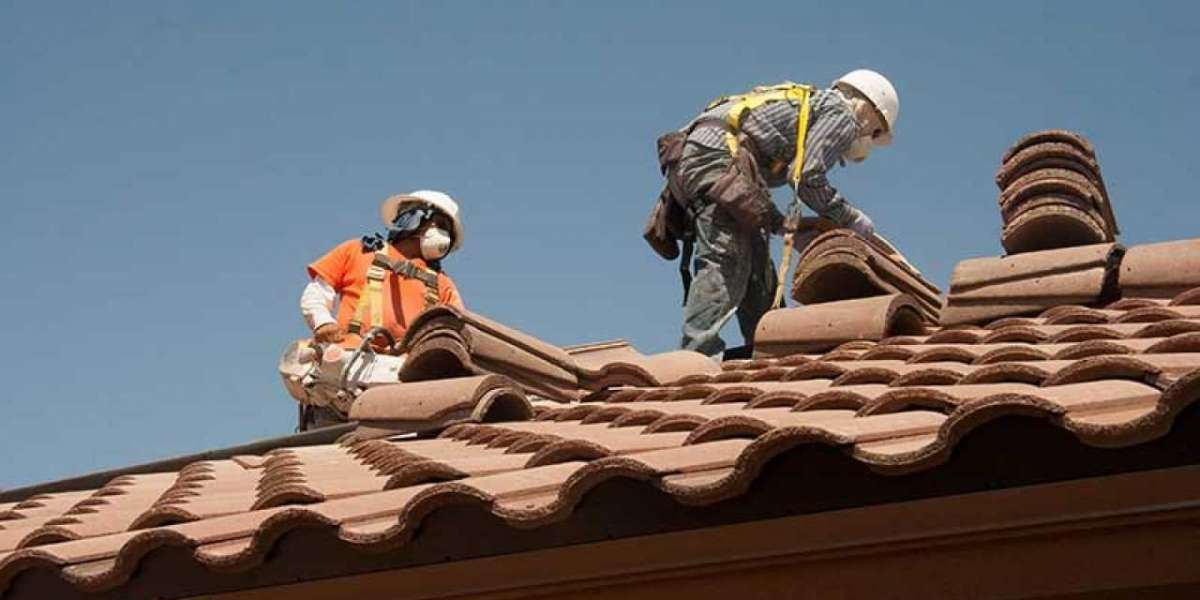 How do I choose a commercial roofing contractor?
